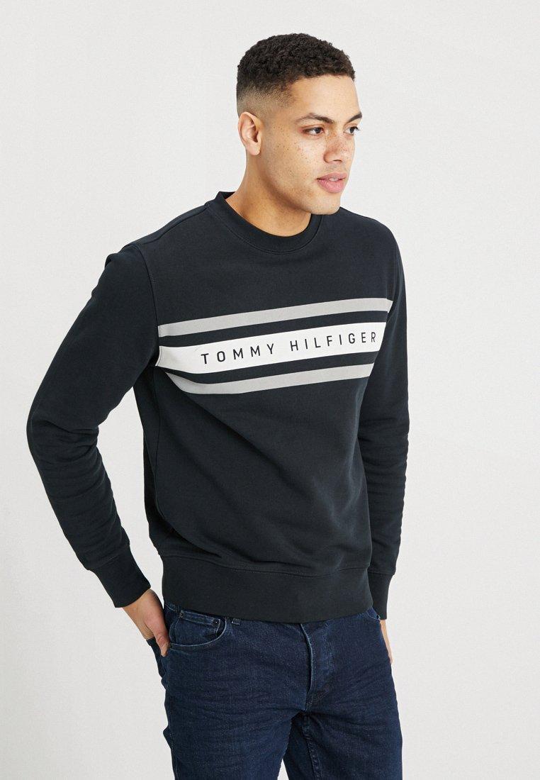 Tommy Hilfiger - LOGO BAND GRAPHIC - Sweatshirt - jet black