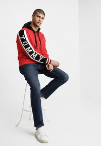 Tommy Hilfiger - RELAXED SLEEVE BRANDED HOODY - Hoodie - red - 1