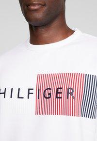 Tommy Hilfiger - LOGO  - Sweatshirt - white - 5