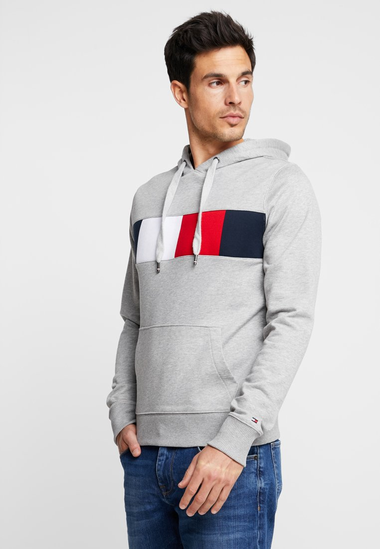 Tommy Hilfiger - FLAG CHEST INSERT HOODY - Bluza z kapturem - grey