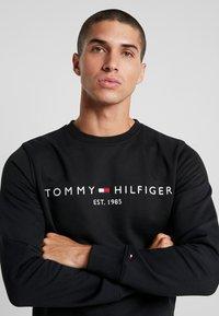 Tommy Hilfiger - LOGO  - Collegepaita - black - 4
