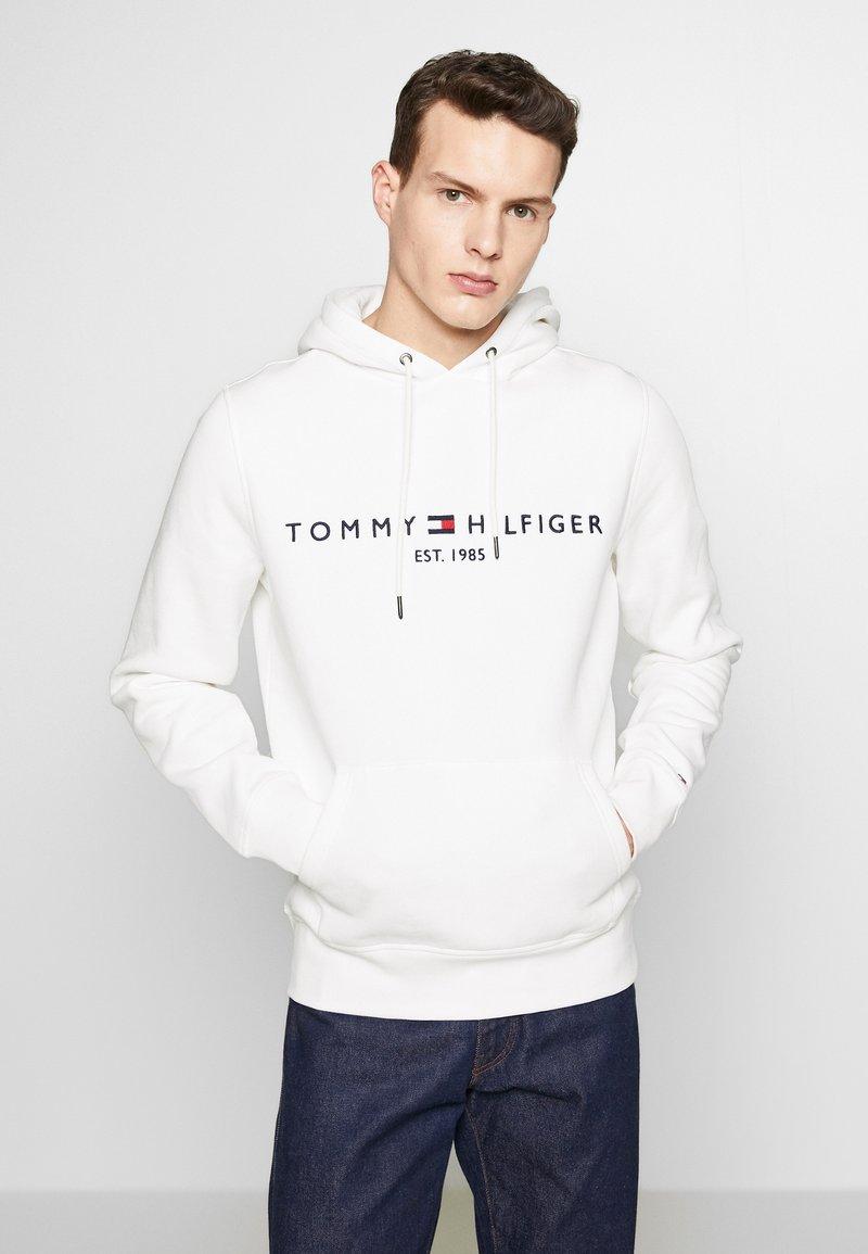 Tommy Hilfiger - LOGO HOODY - Felpa con cappuccio - white