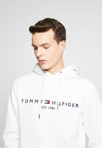Tommy Hilfiger - LOGO HOODY - Felpa con cappuccio - white - 4