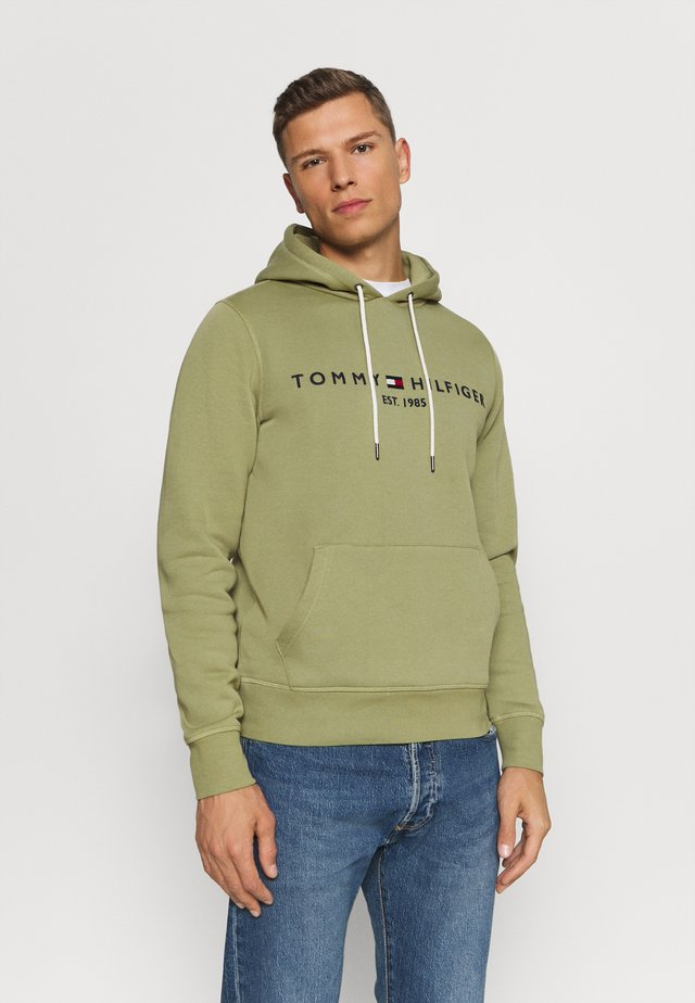 LOGO HOODY - Jersey con capucha - faded olive
