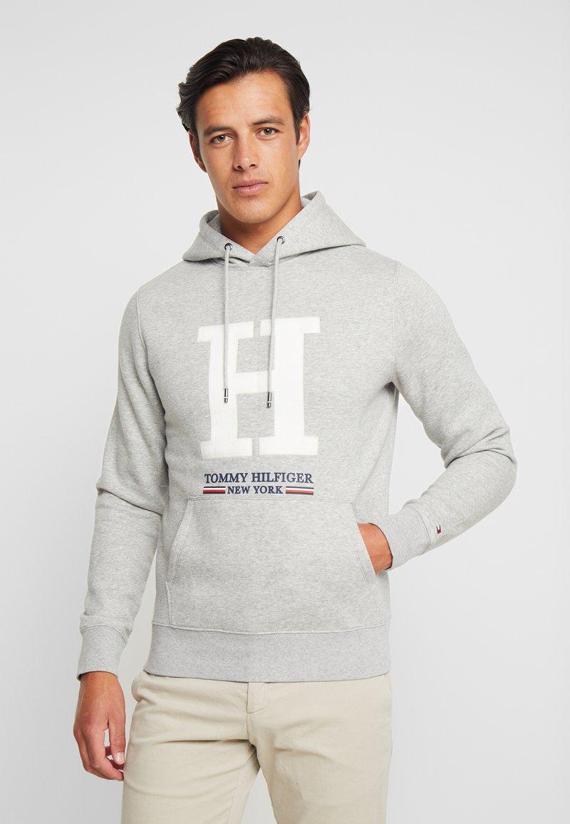Tommy Hilfiger - APPLIQUE ARTWORK HOODY - Hoodie - grey