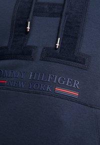 Tommy Hilfiger - APPLIQUE ARTWORK HOODY - Luvtröja - blue - 6