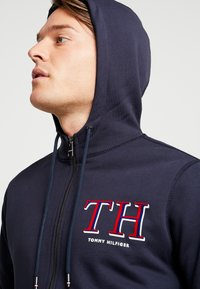 Tommy Hilfiger - MONOGRAM HOODED ZIP THROUGH - veste en sweat zippée - blue - 4