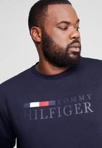 Tommy Hilfiger - BASIC  - Sweatshirt - blue - 5