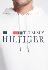 Tommy Hilfiger - BASIC HOODY - Hoodie - white - 5