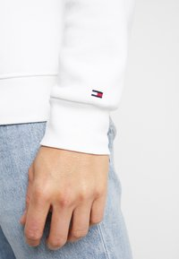 Tommy Hilfiger - BASIC - Mikina - white - 5
