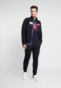 Tommy Hilfiger - FLOCKED ZIP THROUGH - Mikina na zip - blue - 1