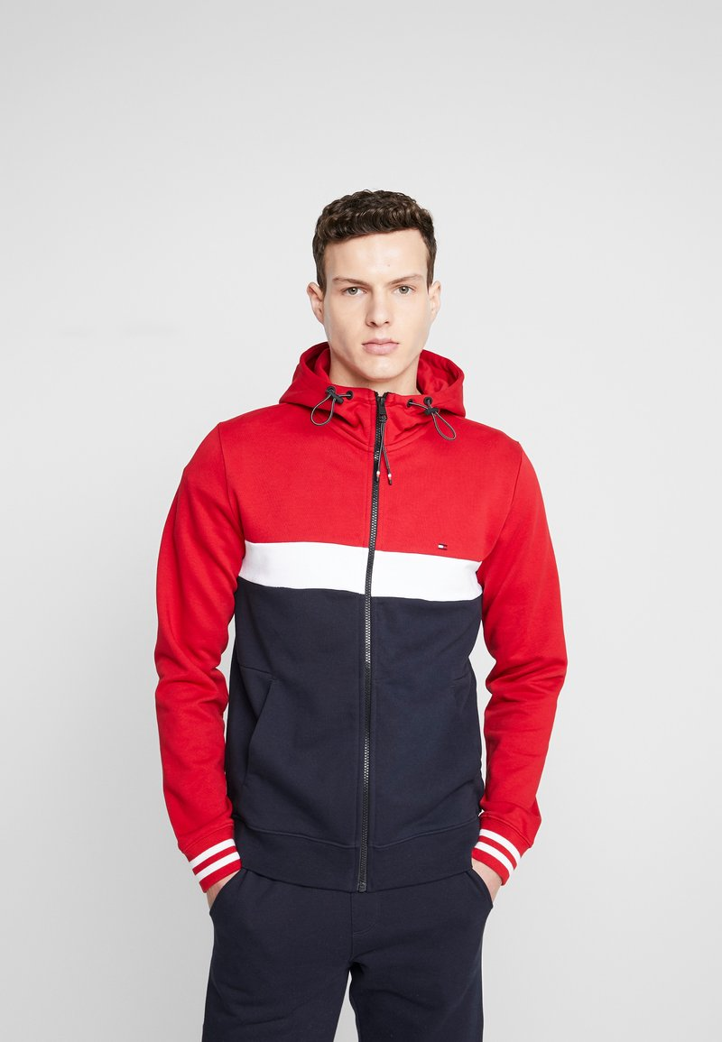 Tommy Hilfiger - COLORBLOCKED HOODED ZIP THROUGH - Mikina na zip - red