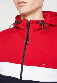 Tommy Hilfiger - COLORBLOCKED HOODED ZIP THROUGH - Mikina na zip - red - 5