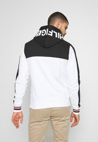 Tommy Hilfiger - BRANDED COLORBLOCK HOODY - Sweat à capuche - white - 2