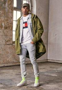 Tommy Hilfiger - LEWIS HAMILTON FLAG CNECK SWEATSHIRT - Sweatshirt - white - 4