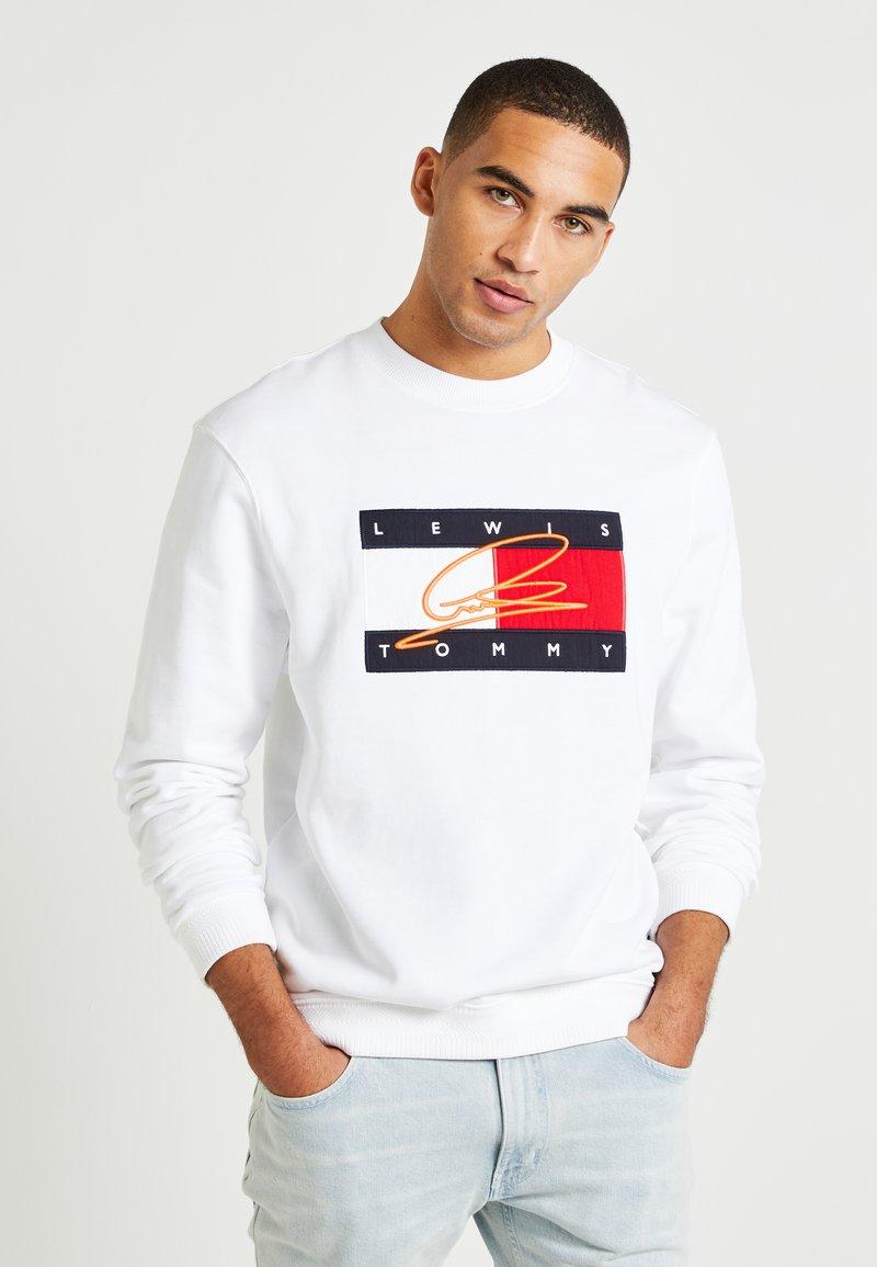 Tommy Hilfiger - LEWIS HAMILTON FLAG CNECK SWEATSHIRT - Sweatshirt - white