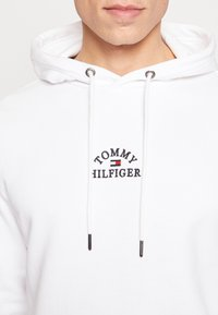 Tommy Hilfiger - BASIC EMBROIDERED HOODY - Hoodie - white - 5