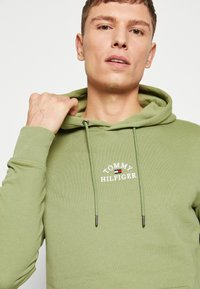 Tommy Hilfiger - BASIC EMBROIDERED HOODY - Hoodie - green - 3