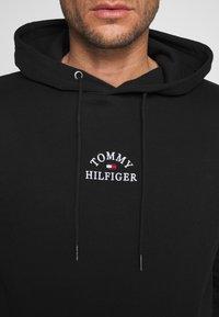 Tommy Hilfiger - BASIC EMBROIDERED HOODY - Huppari - black - 5