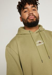 Tommy Hilfiger - BASIC EMBROIDERED HOODY - Hoodie - green - 5
