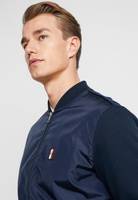 Tommy Hilfiger - MIXED MEDIA - Felpa aperta - blue - 3