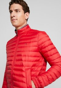 Tommy Hilfiger - PACKABLE DOWN JACKET - Doudoune - red - 5