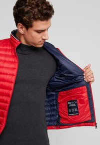 Tommy Hilfiger - PACKABLE DOWN JACKET - Doudoune - red - 3