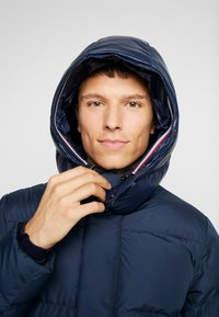 Tommy Hilfiger - HOODED - Piumino - blue