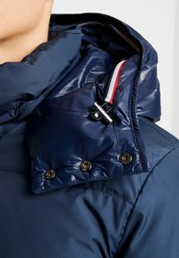 Tommy Hilfiger - HOODED - Piumino - blue - 7