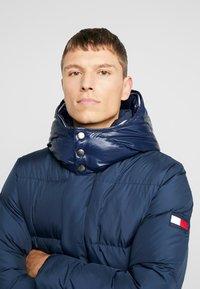 Tommy Hilfiger - HOODED - Gewatteerde jas - blue - 4