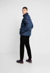 Tommy Hilfiger - HOODED - Gewatteerde jas - blue - 2