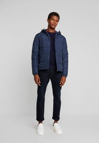 Tommy Hilfiger - HOODED REDOWN BOMBER - Piumino - blue - 1