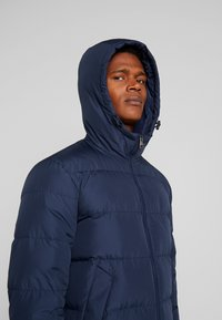 Tommy Hilfiger - HOODED REDOWN BOMBER - Piumino - blue - 4