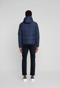 Tommy Hilfiger - HOODED REDOWN BOMBER - Piumino - blue - 2