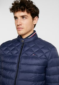Tommy Hilfiger - LIGHT WEIGHT PADDED - Välikausitakki - blue - 3