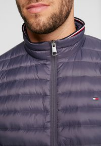 Tommy Hilfiger - PACKABLE JACKET - Kurtka puchowa - grey - 4