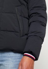 Tommy Hilfiger - STRETCH HOODED - Winterjas - black - 4