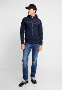 Tommy Hilfiger - MIXED MEDIA HOODED ZIP THROUGH - Kevyt takki - blue - 1