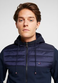 Tommy Hilfiger - MIXED MEDIA HOODED ZIP THROUGH - Kevyt takki - blue - 3