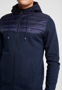 Tommy Hilfiger - MIXED MEDIA HOODED ZIP THROUGH - Kevyt takki - blue - 5
