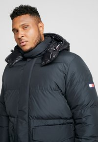 Tommy Hilfiger - HOODED BOMBER - Untuvatakki - black - 4