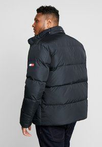 Tommy Hilfiger - HOODED BOMBER - Untuvatakki - black - 3