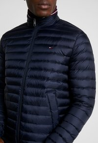 Tommy Hilfiger - CORE PACKABLE JACKET - Gewatteerde jas - sky captain - 4