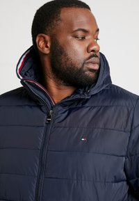 Tommy Hilfiger - QUILTED HOODED JACKET - Veste mi-saison - blue - 5