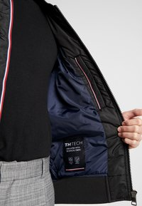 Tommy Hilfiger - PADDED BOMBER - Bomberjacks - black - 4