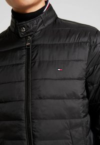Tommy Hilfiger - ARLOS BOMBER - Lehká bunda - black - 5