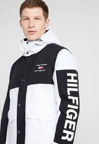 Tommy Hilfiger - COLOURBLOCK DETACH HOODED JACKET - Korte jassen - white - 5
