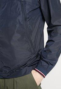 Tommy Hilfiger - LIGHT WEIGHT HOODED  - Summer jacket - blue - 6