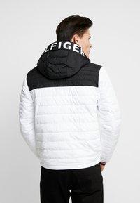 Tommy Hilfiger - HOODED JACKET - Light jacket - white - 2