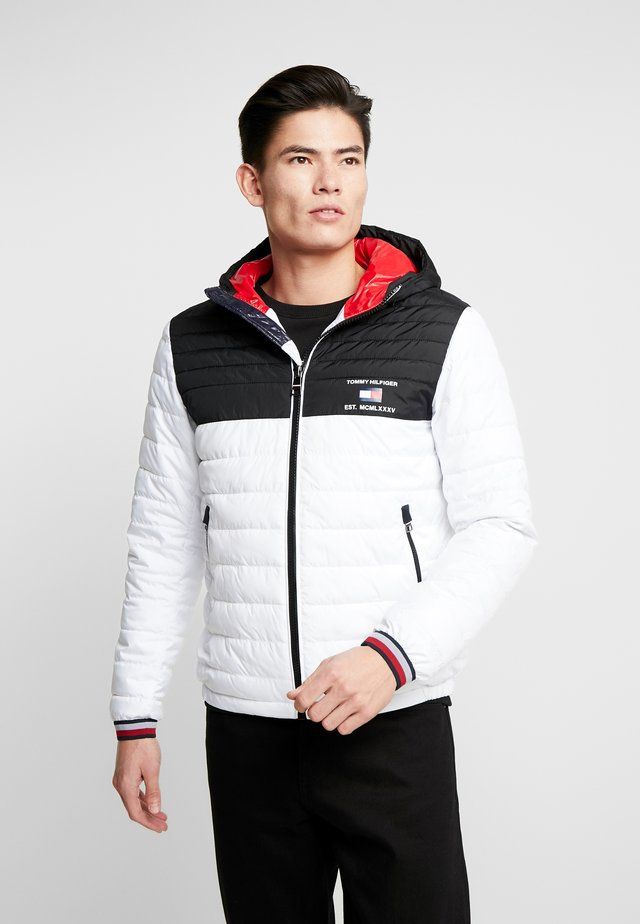 HOODED JACKET - Chaqueta de entretiempo - white